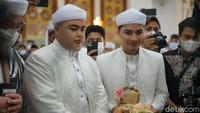 <p>Dalam momen sakral tersebut, Alvin Faiz hadir sebagai kakak sekaligus wali menggantikan mendiang ayahnya, Ustaz Arifin Ilham. (Foto: Hanif/detikHOT)</p>