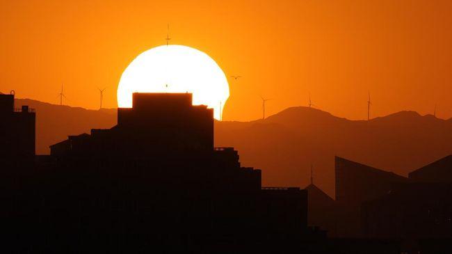 Fenomena titik balik Matahari terjadi hari ini ketika siang akan terasa lebih panjang di belahan Bumi utara.