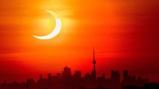 FOTO: Cincin Api Gerhana Matahari di Dinding Langit