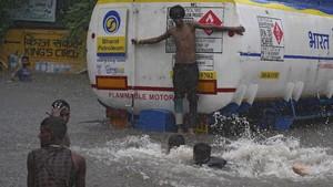 FOTO: Malapetaka Hujan Deras di Mumbai