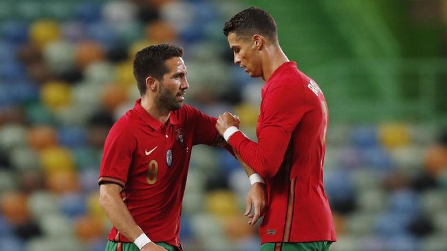 Pelatih Hungaria, Marco Rossi berkelakar hanya akan menjadi sopir di timnas Portugal karena kehebatan Cristiano Ronaldo dkk.