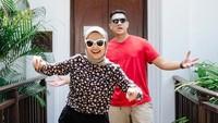 <p>Sudah tujuh tahun bersama, Tantri 'Kotak' dan Arda 'Naff' masih seperti pasangan muda baru menikah ya, Bunda? (Foto: Instagram @tantrisyalindri)</p>