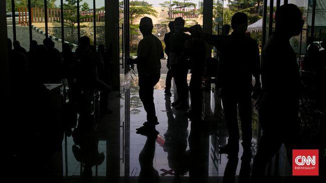 Sebanyak 16 karyawan Dinas Pariwisata Kabupaten Kulon Progo DIY dinyatakan positif Covid-19. Penelusuran kontak masih berlanjut.