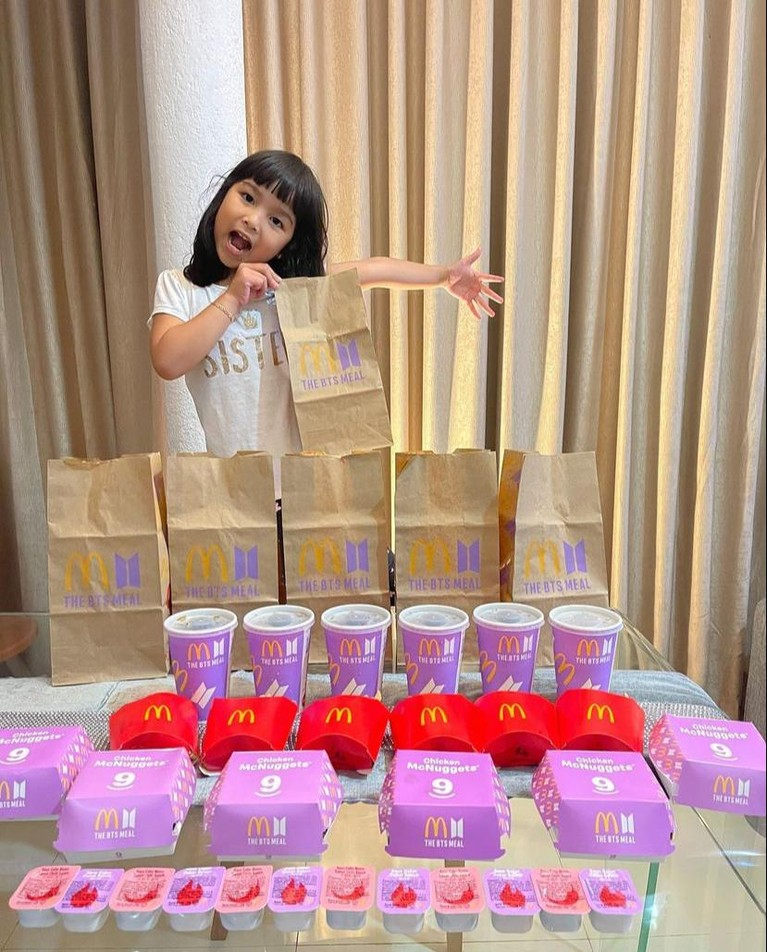 BTS Meal mendadak viral karena banyak diburu oleh para Army, tak ketinggalan juga para publik figur ini. Yuk kita intip siapa aja!