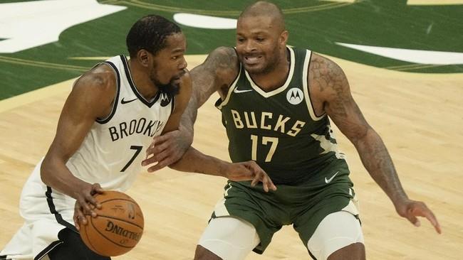 Milwaukee Bucks sukses memperkecil skor menjadi 1-2 setelah menang 86-83 atas Brooklyn Nets di gim ketiga playoff NBA.
