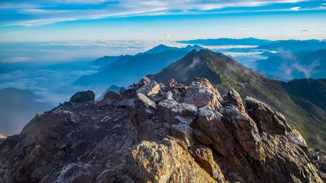 Pemerintah Taiwan berharap lebih banyak lagi wisatawan yang menyambangi Jade Mountain (Gunung Yushan) serta wisata pegunungan di negaranya.