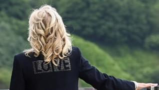 Pesan Tersembunyi di Balik Blazer 'LOVE' Jill Biden