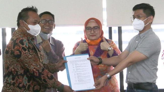 Menteri Ketenagakerjaan Ida Fauziyah menyambut baik kasus perselisihan Indomaret dengan buruh berakhir damai dan ditekennya Perjanjian Bersama.