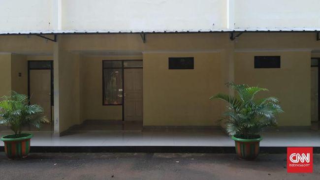 Kabid Sarana Prasarana Disdik DKI mengatakan para nakes khusus penanganan Covid yang semula akan diinapkan di dua SMK telah dipindahkan ke hotel.