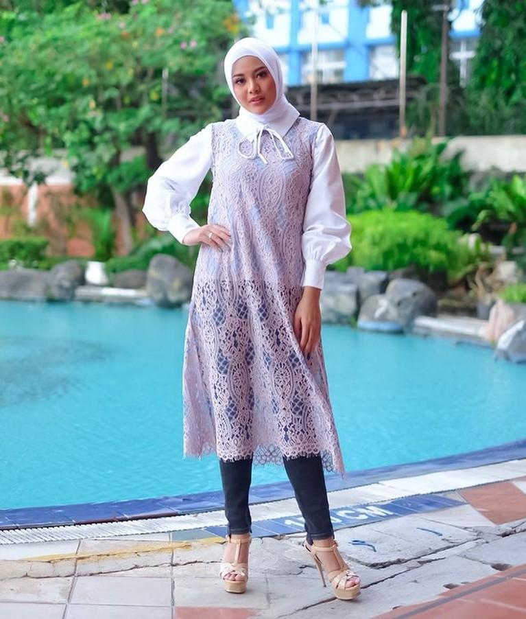 Aurel Hermansyah mantap berhijab setelah menikah dengan Atta Halilintar. Yuk kita intip penampilannya kini!