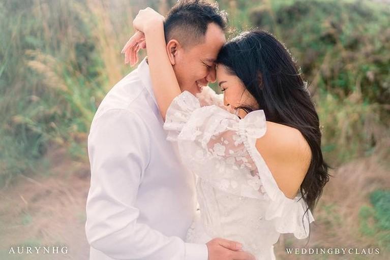 Vicky Prasetyo mengungkapkan unek-uneknya terhadap Kalina bahkan ia mengaku terpaksa menikahi Kalina. Yuk intip keromantisan mereka!