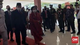 Ramai Pejabat Hadiri Pengukuhan Profesor Megawati