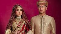 <p>Kita doakan pasangan muda ini dilancarkan hingga pernikahannya ya, Bunda. (Foto: Instagram @lestykejora)</p>