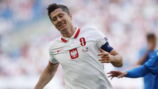 Timnas Polandia akan menghadapi timnas Slovakia di laga grup E Euro 2020 (Euro 2021). Berikut prediksi laga Polandia vs Slovakia.