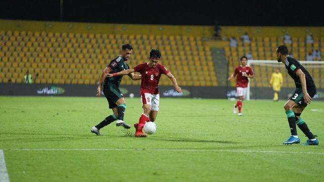 Asisten pelatih Timnas Indonesia Choi In Cheul mengungkapkan faktor kekalahan telak 0-5 Skuad Garuda dari UEA di Kualifikasi Piala Dunia 2022, Jumat (11/6).