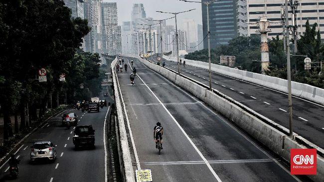 Jalan layang non tol (JLNT) hanya boleh dilalui mobil seperti biasanya pada Minggu mendatang (18/6). Pesepeda jenis road bike dilarang.