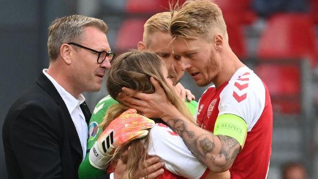 Simon Kjaer mendapatkan pujian karena aksinya yang tanggap menyelamatkan nyawa Christian Eriksen di Euro 2020 (Euro 2021).