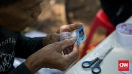 FOTO: Inovasi Reparasi KTP Kala Pandemi