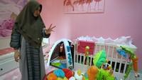 <p>Kartika Putri bahkan sudah menyiapkan area bermain yang dapat digunakan oleh sang putri jika sudah besar nanti. Ia membelikannya banyak sekali mainan. (Foto: YouTube Kartika Putri Official)</p>