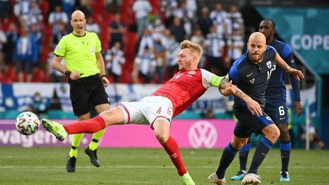 Pendukung garis keras Inter Milan, Curva Nod memberikan apresiasi kepada Simon Kjaer yang menolong Christian Eriksen di Euro 2020.