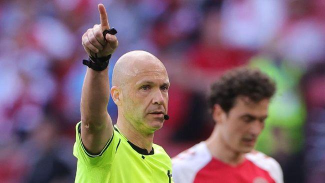 Warganet memuji kinerja wasit Anthony Taylor terkait insiden gelandang Christien Eriksen yang kolaps di Denmark vs Finlandia di Euro 2020 (Euro 2021).