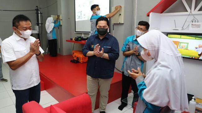 Telkom mendukung digitalisasi pendidikan dengan mendirikan Laboratorium Fiber Optic di SMK Terpadi Al-Ikhwan, Tasikmalaya, Jawa Barat.