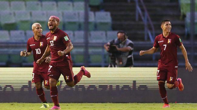 Delapan pemain Venezuela diketahui positif Covid-19 hanya satu hari sebelum melawan Brasil pada laga pembuka Copa America 2021.