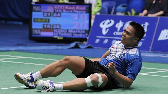 Markis Kido yang merupakan peraih medali emas ganda putra Olimpiade Beijing 2008 keluar dari Pelatnas Cipayung karena hipertensi.