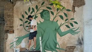 FOTO: Neo-muralist Yunani Gunakan Mitologi Gambarkan Pandemi