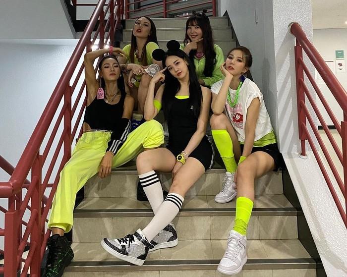 After School juga mengajak penonton bernostalgia dengan lagu Diva. Lagu ini dulu cukup populer di Korea. Bahkan Diva kembali masuk ke chart musik setelah penampilan After School di MMTG / foto: twitter.com/OfficialASDaze
