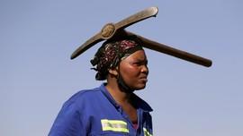 FOTO: 'Demam' Berlian Serang Desa di Afrika Selatan