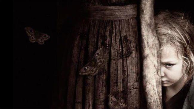 Sinopsis film horor Mama mengisahkan dua anak perempuan yang terlantar di hutan.