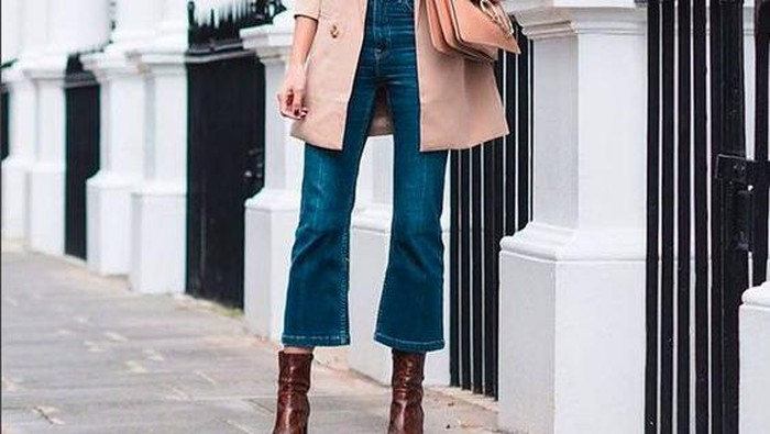 5 Tips Pakai Cropped Flare Jeans Agar Penampilan Lebih Stylish