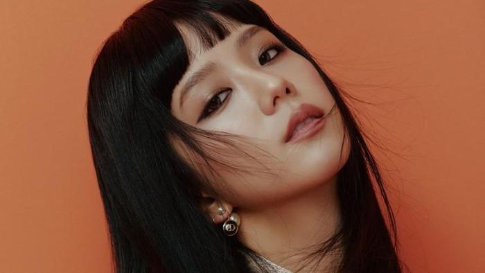 8 Potret Jisoo BLACKPINK Pakai Makeup Bold ala Korea yang Bikin Pangling