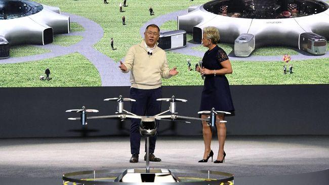 Hyundai menjelaskan mobil terbang dalam bentuk taksi udara bisa terealisasi paling cepat 2025, sedangkan GM menyebut 2030.