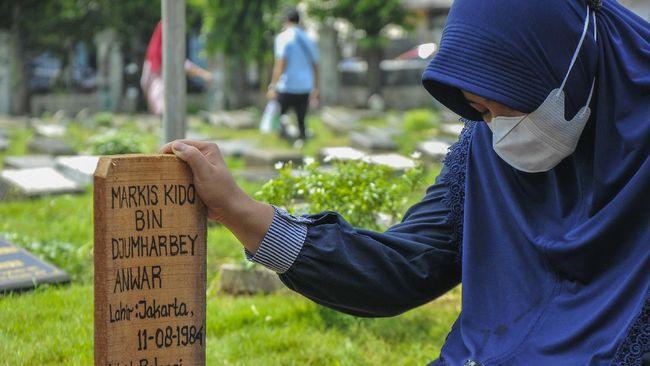 Adik kandung Markis Kido, Bona Septano, mengatakan kakaknya sempat dilarang sang ibu pergi main bulutangkis sebelum meninggal pada Senin (14/6) malam.