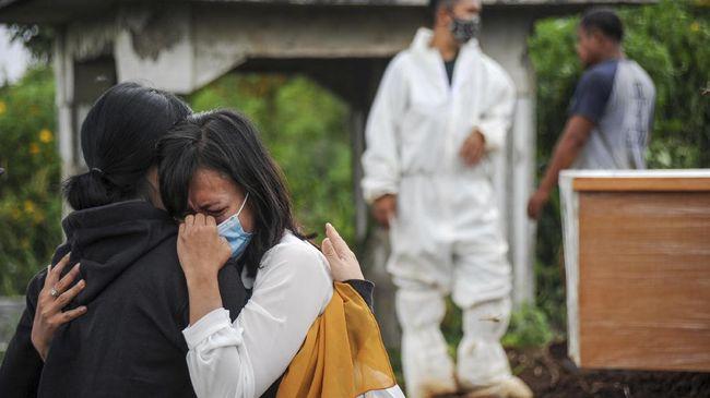 Kasus positif Covid-19 bertambah 12.990 pada Jumat (18/6). Dengan demikian, total positif Covid-19 di Indonesia menjadi 1.963.266 kasus.
