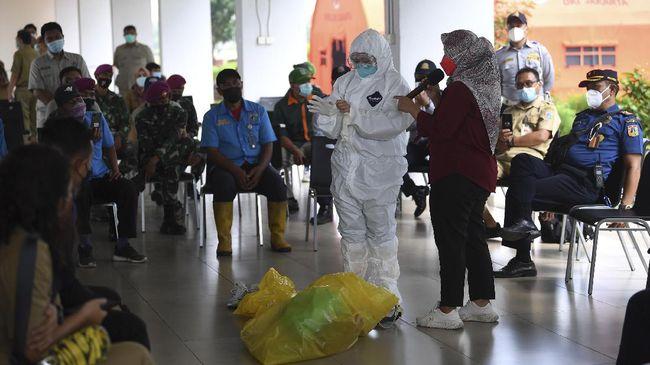 Dinas DKI Jakarta mengatakan lokasi isolasi pasien Covid-19 OTG yang disiapkan telah penuh. Warga pun diminta untuk bisa isolasi di rumah masing-masing.