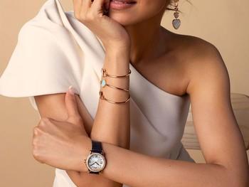 Nama Kareena Kapoor tentu sudah tidak asing lagi bagi pecinta Bollywood. Bintang Bollywood yang satu ini memiliki wajah cantik yang memesona. Kepiawaiannya dalam berakting dan menari membuat aura cantiknya terpancar. (Foto:instagram.com/kareenakapoorkh)