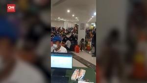 VIDEO: Viral Antrean Pasien Membeludak di Wisma Atlet