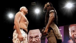 FOTO: Tyson Fury vs Wilder Faceoff 5 Menit Tanpa Bicara