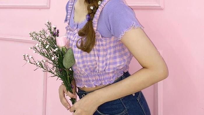 Tampil Cantik Bak Eonni Korea dengan 6 OOTD Manis ala Penyanyi Indah Kusuma