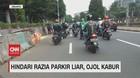 VIDEO: Hindari Razia Parkir Liar, Ojol Kabur