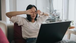 5 Kebiasaan Agar Mata Tetap Sehat saat Banyak Terpapar Layar