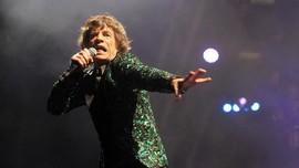 Christie Lelang Kostum Panggung L'Wren Scott buat Mick Jagger