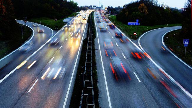 Di beberapa autobahn tidak ada batas kecepatan kendaraan. Tapi, pengendara wajib mematuhi lebih dari selusin aturan sebelum bisa berkendara di sana.