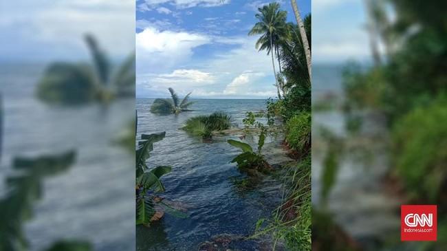 Warga Pesisir Pantai Tehoru Maluku Tengah Mengungsi ke Gunung