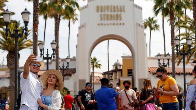 Gubernur California secara resmi membuka pembatasan alias lockdown di negara bagian tersebut dalam sebuah seremoni di lingkungan Universal Studio.