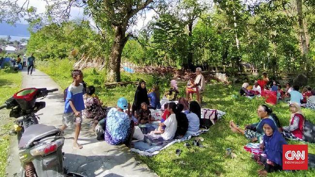 Gempa M 6,1 pada Rabu (16/6), memicu tanah amblas di Dusun Mahu, Desa Tehoru, Maluku Tengah.