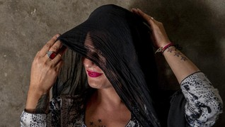 FOTO: Getir Hidup Transgender Kashmir Terpelintir Pandemi